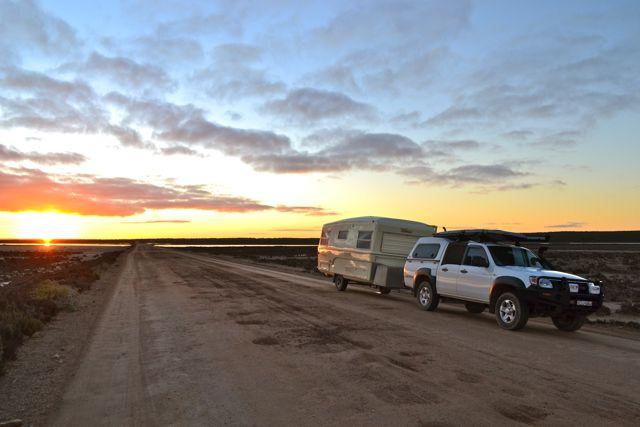 eyre-peninsula-desert-highway-caravan