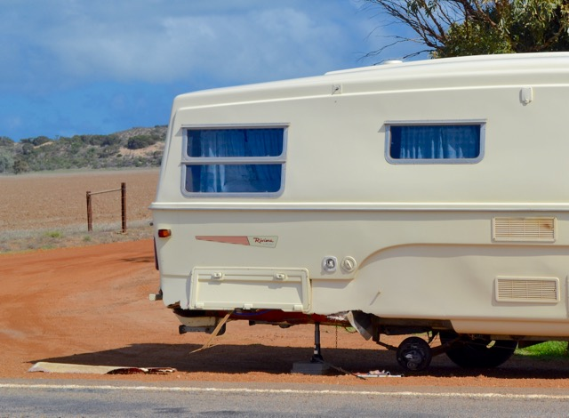 1-road-side-caravan-no-wheels
